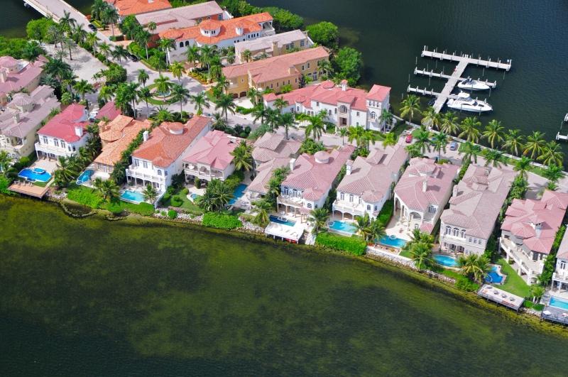 Million and miami florida for Big houses in miami