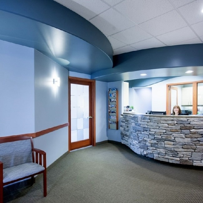 front desk at the office of Spokane dentist Max H. Molgard Jr, DDS, FACP