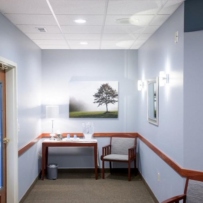 Patient desk at the cosmetic dentistry office of Dr. Max Molgard
